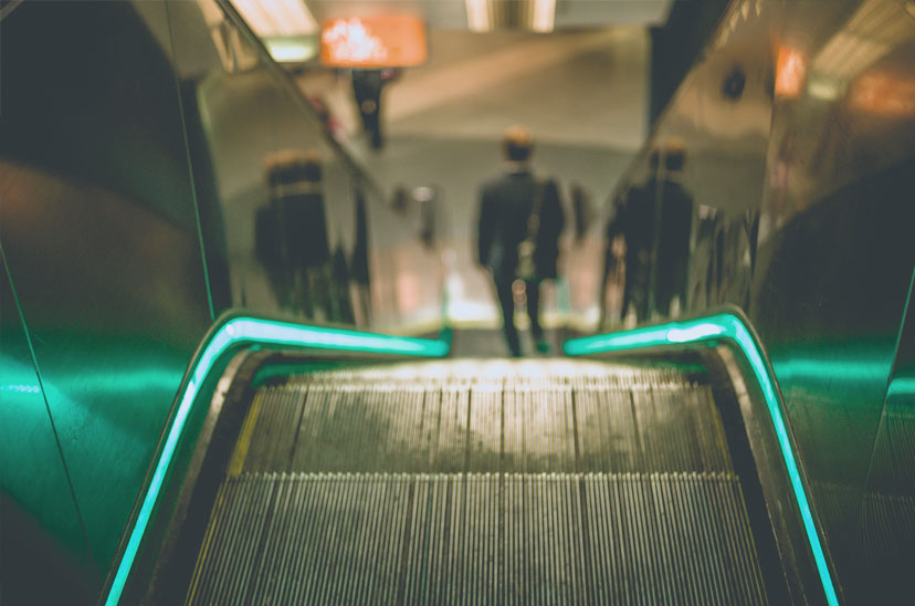 Rolltreppe mit LED-Beleuchtung